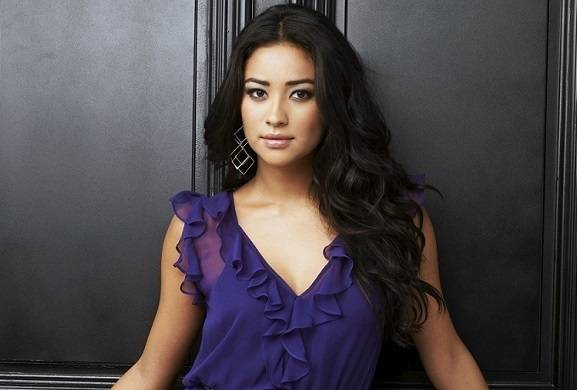 pretty-little-liars-reunion-shay-mitchell-to-star-in-new-marlene-king-abc-drama