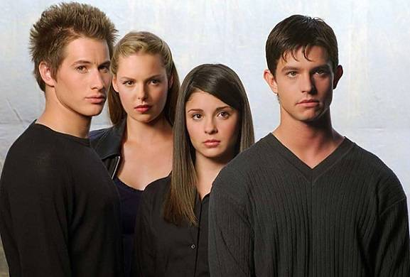 roswell-reboot-immigration-the-cw