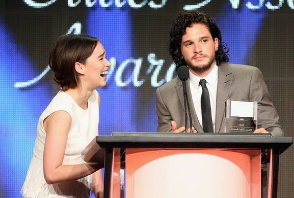 kit-harington-and-emilia-clarke-to-present-at-the-golden-globes