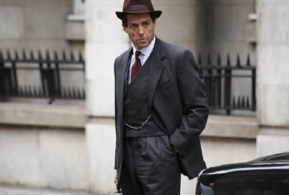 first-look-images-hugh-grant-and-ben-whishaw-a-very-english-scandal