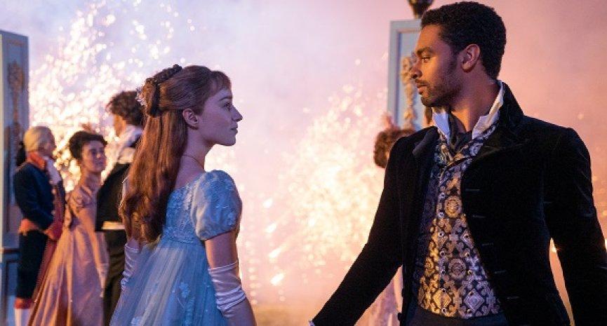 《柏捷頓家族》愛火燒到戲外?「公爵」回應與女主角交往緋聞