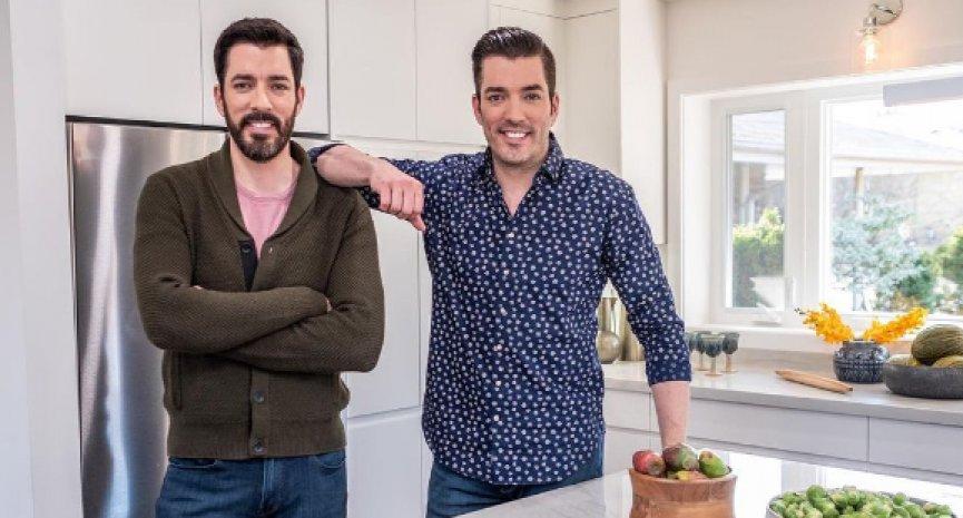 裝潢界「阿湯哥」當評審!翻修雙胞胎兄弟挑戰網路購屋大改造