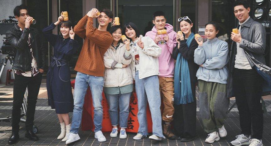 賣座小說改編電影《一杯熱奶茶的等待》開鏡!連晨翔、吳子霏大談療癒系愛情
