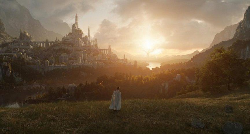 《魔戒》美劇版公開上線日!首張劇照曝「雙聖樹」壯觀景象