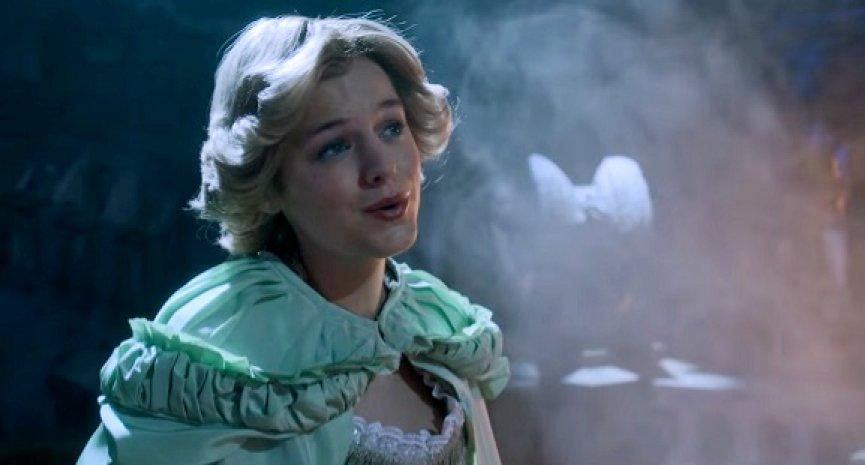 《王冠》公開第四季刪減片段!「黛安娜王妃」獻唱《歌劇魅影》名曲
