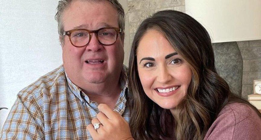 《摩登家庭》「卡麥隆」宣布訂婚!護理師未婚妻甜曬婚戒