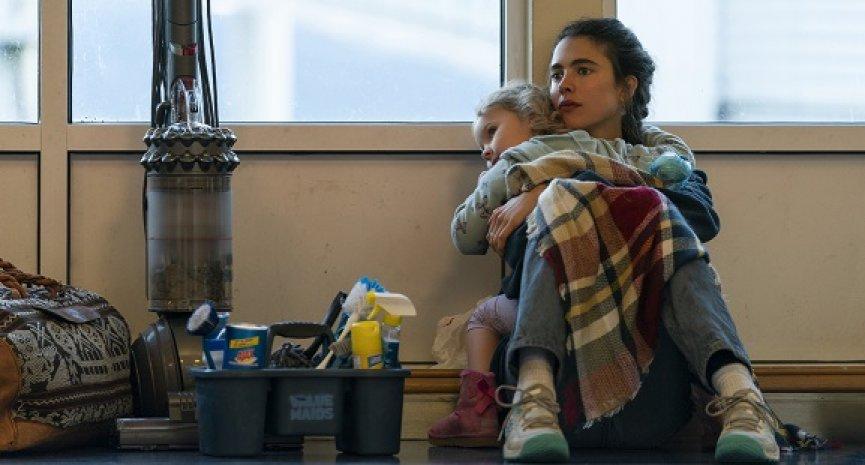 Netflix影集《女傭浮生錄》前導預告上線!瑪格麗特庫利為女兒踏上求生之路