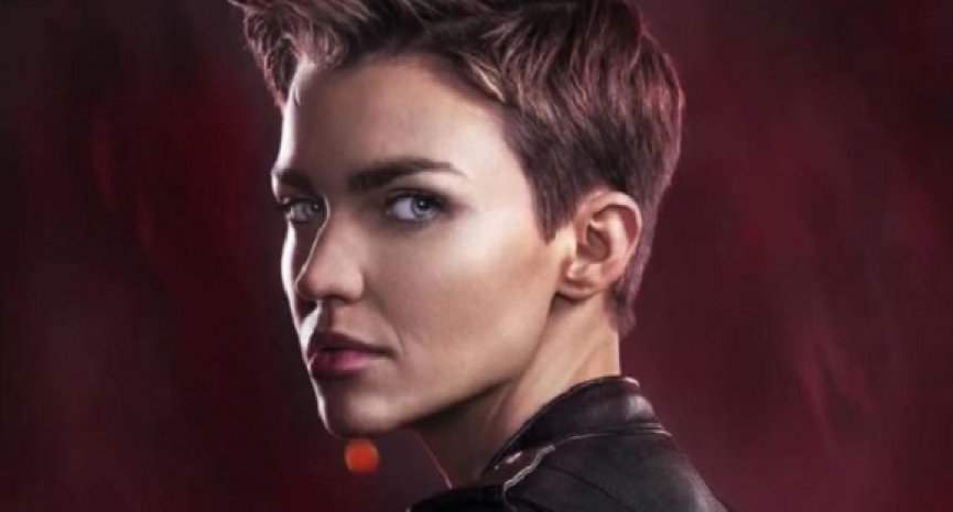 露比蘿絲自爆被逼離開《蝙蝠女俠》!華納反擊「多人投訴她行為不當」