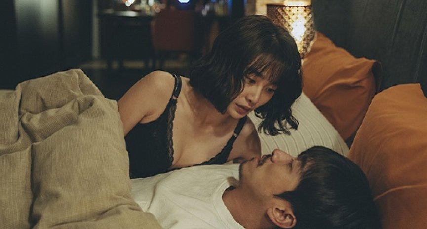 「虛擬性愛」是否出軌?《2049》陳漢典、李亦捷玩雙劈