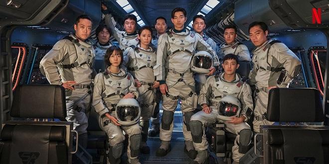 Netflix首发原创韩剧《寂静的大海》剧照!孔刘、裴斗娜「太空装造型」曝光